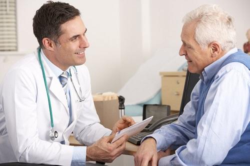 Người trên 50 tuổi cần thăm khám sức khỏe định kỳ để phòng bệnh ung thư đại tràng