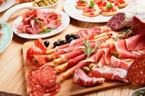 Hạn chế ăn các loại thịt đỏ và thịt chế biến sẵn để phòng tránh ung thư đại tràng