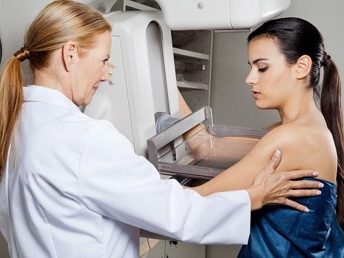 Hiện nay có nhiều phương pháp đều trị ung thư vú mới giúp bảo tồn ngực, giảm đau đớn cho chị em.