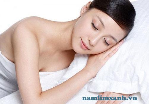 Người bình thường nên ngủ từ 7 – 8 tiếng mỗi ngày để có trái tim khỏe mạnh