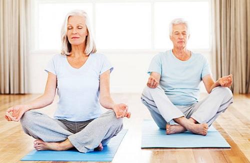 Thiền, yoga là cách chữa mất ngủ cho người cao tuổi hiệu quả mà không cần thuốc.