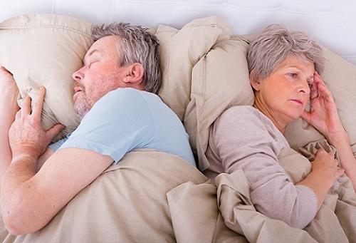Chữa mất ngủ cho người cao tuổi giúp họ khoẻ mạnh, chất lượng cuộc sống tốt hơn.