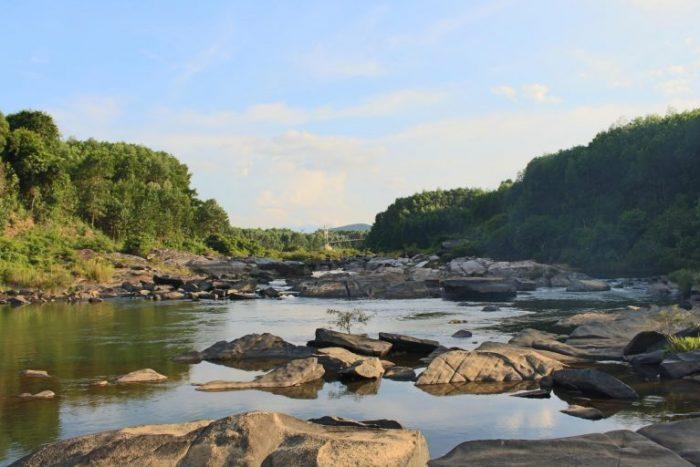Bãi đá Lò Thung hấp dẫn du khách bởi vẻ đẹp hoang sơ, hùng vĩ.
