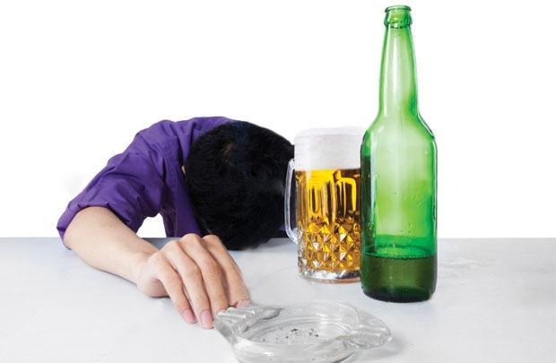 Nhận biết bệnh viêm gan qua việc sử dụng quá nhiều rượu bia