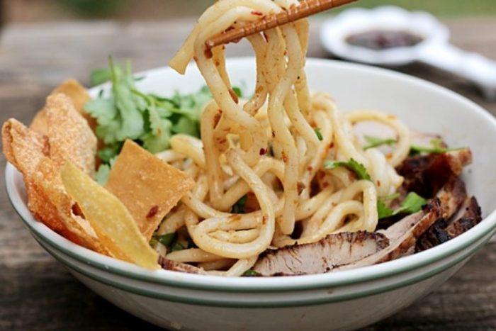 Cao lầu là món ăn nổi tiếng không thể bỏ qua khi tới Quảng Nam.