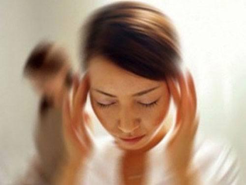 Hoa mắt chóng mặt là triệu chứng tai biến não thường nhầm sang cảm cúm