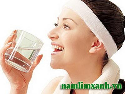 Uống nước giúp tích lũy năng lượng cho cơ thể