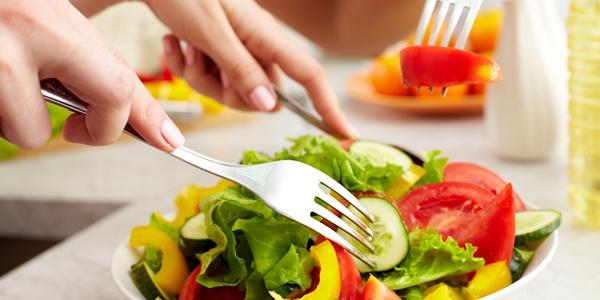 Người bị gan nhiễm mỡ nên ăn nhiều rau, quả.