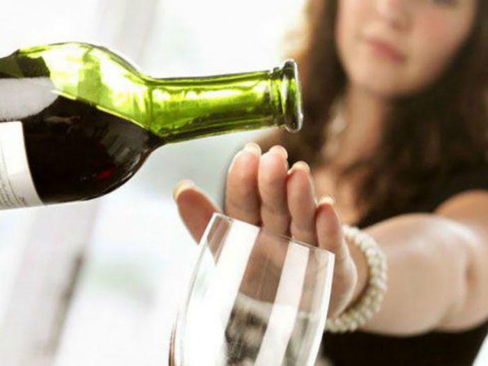 Tuyệt đối không uống rượu, bia khi bị gan nhiễm mỡ.