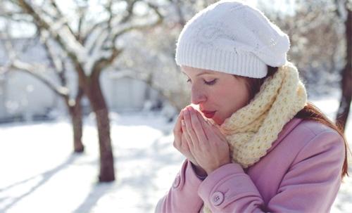 Giữ ấm mùa đông để cơ thể không bị mắc các bệnh do thời tiết quá lạnh.