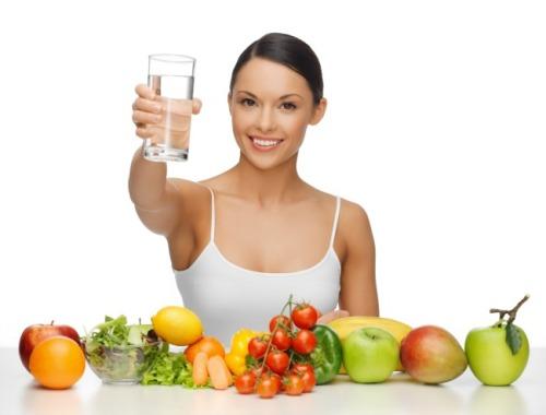 Ăn nhiều rau củ, uống đủ nước là cách phòng bệnh thường gặp trong ngày Tết đơn giản, hiệu quả.