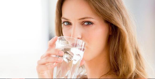 Thải độc cơ thể bằng một ly nước vào mỗi buổi sáng là phương pháp an toàn, hiệu quả