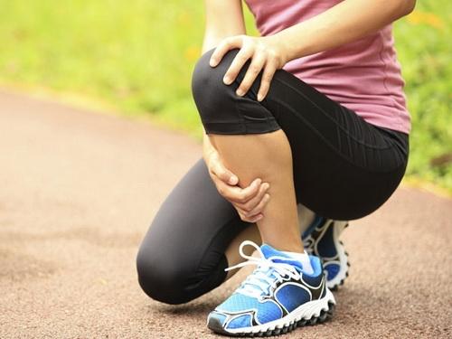 Đau mỏi nhức chân là biểu hiện của việc bạn đang thiếu vitamin