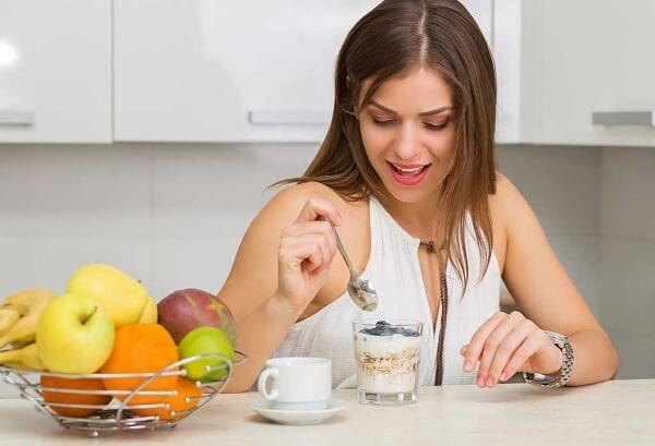 Ngồi ăn tập trung tại bàn là cách giảm cân cho người béo phì cần áp dụng hằng ngày