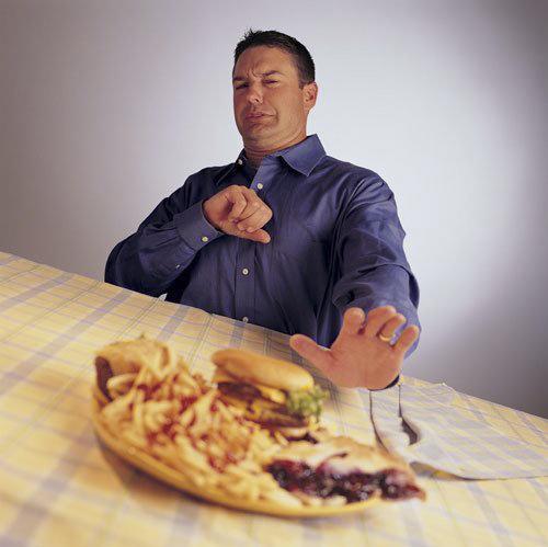 Người bệnh tim có triệu chứng chán ăn kể cả những món yêu thích