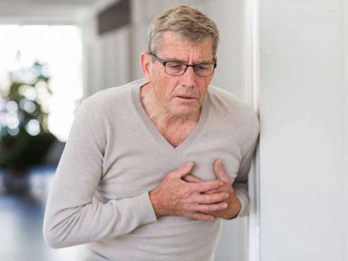 Tức ngực là dấu hiệu nhận biết bệnh tim