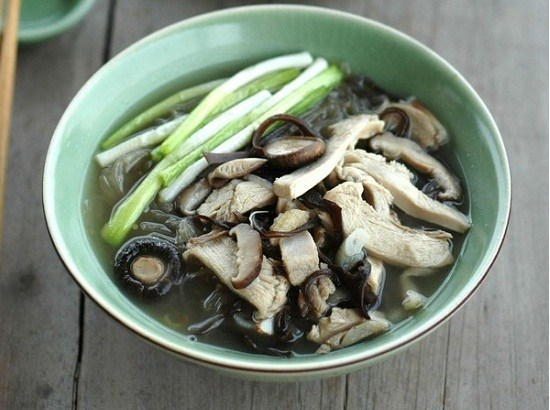 Cách chữa yếu sinh lý nhờ món gà hầm nấm hương