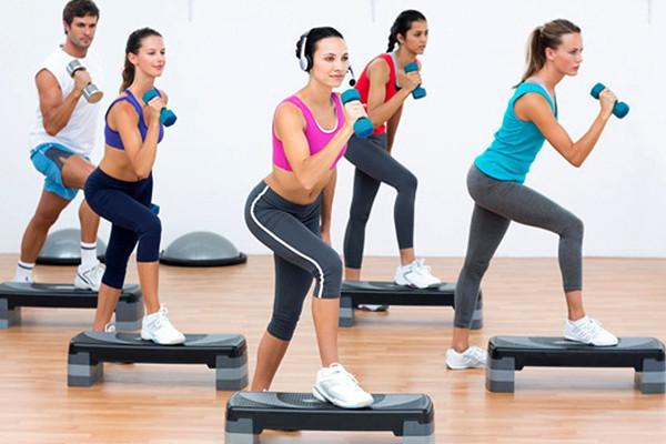 Tập thể dục thường xuyên giúp điều trị bệnh viêm khớp nhanh khỏi.