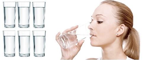 Khát nước, muốn uống nước liên tục có thể là biểu hiện của bệnh tiểu đường.