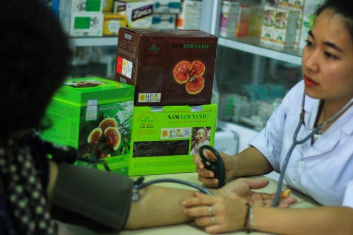 Nấm lim xanh giúp hạ huyết áp ở người cao huyết áp và ngăn ngừa biến chứng.