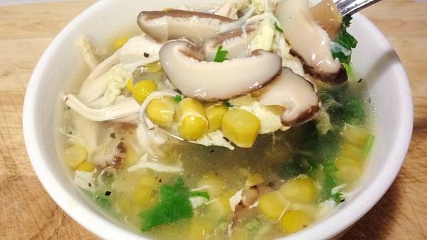 Cách nấu súp gà với nấm hương mỹ vị