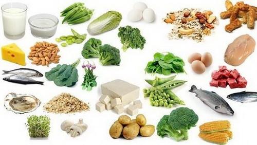 Chế độ ăn đầy đủ chất dinh dưỡng cho người huyết áp thấp.