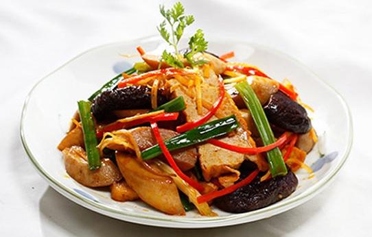 Trả lời câu hỏi nấm đông cô tươi, khô làm gì ngon, gà kho nấm hương là món ăn đặc sắc nhất.