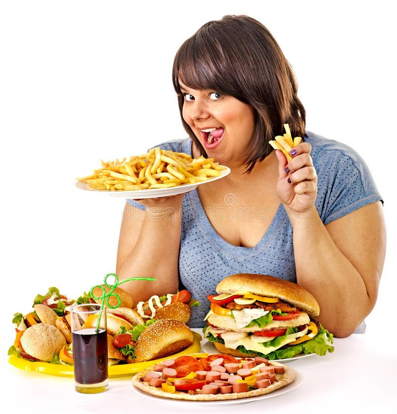 Thực phẩm chế biến sẵn: khoai tây chiên, pizza, xúc xích, lạp xưởng… làm tăng nguy cơ ung thư dạ dày và ruột