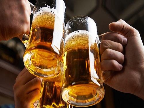 Uống nhiều rượu bia làm tăng khả năng mắc bệnh xơ gan