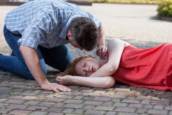 Xoay nghiêng bệnh nhân bị đột quỵ khi bị ngừng tim