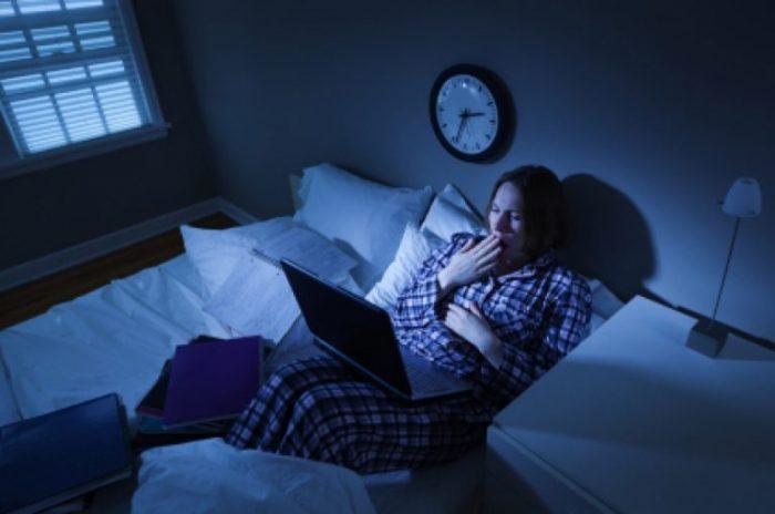 Thức khuya là nguyên nhân gây bệnh đột quỵ ở người trẻ