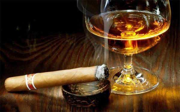 Bia rượu, thuốc lá là nguyên nhân gây ra men gan cao