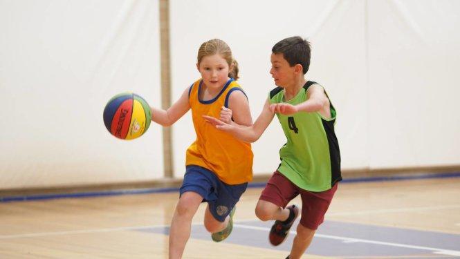 Chơi thể thao để phòng tránh các tác hại của bệnh thừa cân béo phì.
