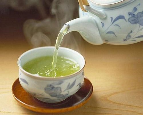 Khoa học đã chứng minh uống trà đặc và nóng thường xuyên có thể gây ung thư thực quản.