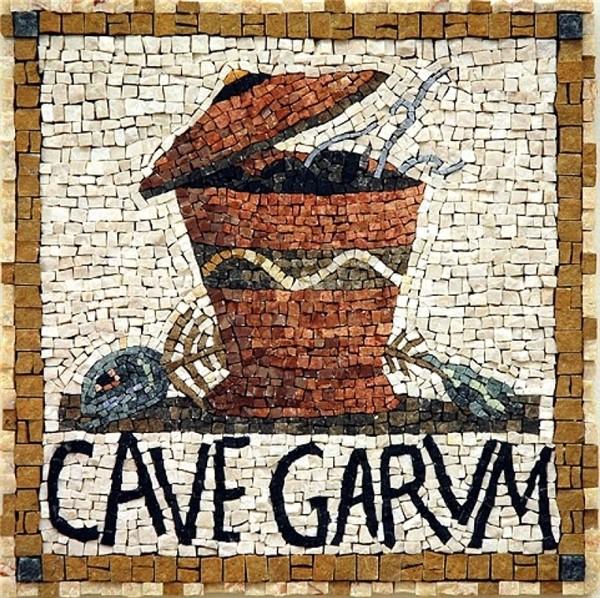 Tấm khảm khai quật được từ phần nền một cửa hiệu bán garum ở Pompeii cho thấy sự phát triển cực thịnh của nước mắm thời La Mã.