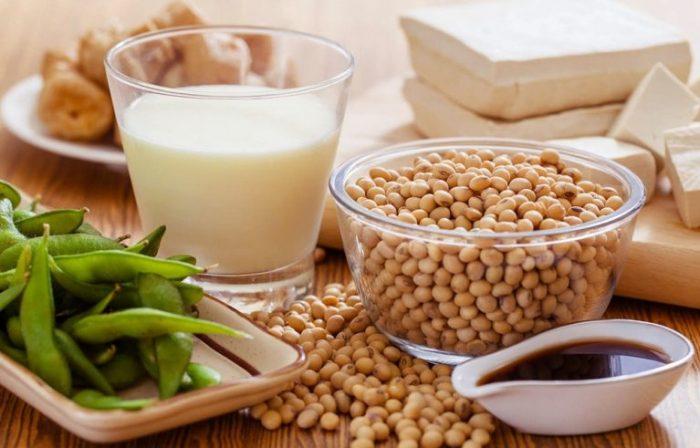 Nên bổ sung những món ăn từ đậu tương vào thực đơn cho người bị bệnh gan.