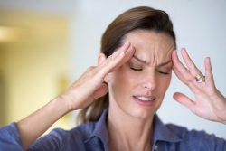 Đau nhức đầu là triệu chứng của bệnh ung thư não, có thể gây mất trí nhớ.