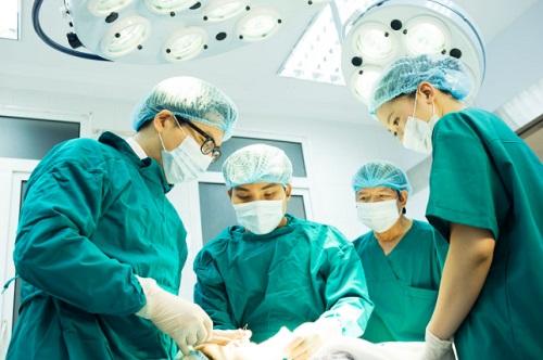 Phẫu thuật cắt bỏ khối u loại bỏ ung thư da