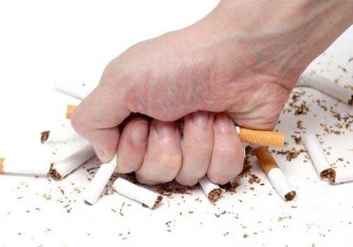 Tránh hút thuốc lá để phòng chống bệnh ung thư vòm họng