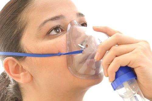 Triệu chứng của bệnh ung thư phổi là khó thở.