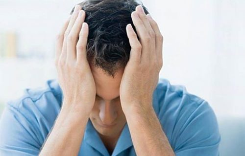 Bệnh nhân bị ung thư máu giai đoạn cuối thường bị đau đầu triền miên.