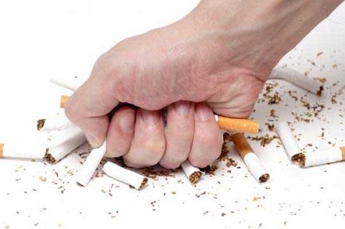 Bị ung thư phổi giai đoạn đầu cần tránh dùng thuốc lá và các chất kích thích.