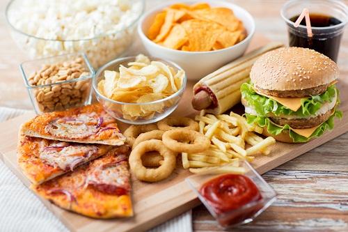 Người bị ung thư dạ dày nên kiêng các thực phẩm nhiều dầu mỡ, khó tiêu