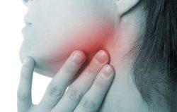 Ung thư vòm họng triệu chứng bao gồm có cả nổi hạch ở cổ