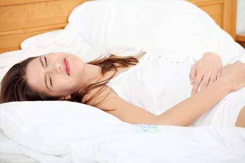 Ung thư buồng trứng gây ra các triệu chứng nguy hiểm