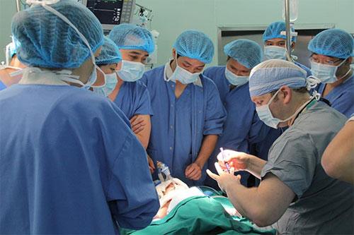 Phẫu thuật ung thư thanh quản kết hợp với xạ trị