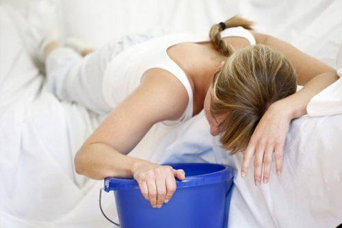 Nôn ói liên tục là tác dụng phụ thường gặp trong quá trình điều trị.