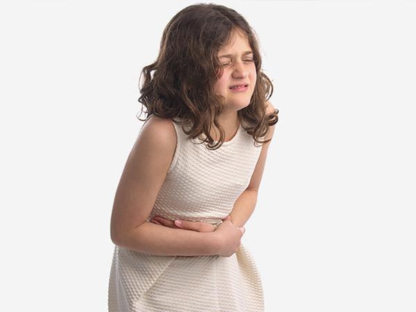 Tắc nghẽn đường tiêu hóa là biểu hiện của ung thư buồng trứng di căn gan.