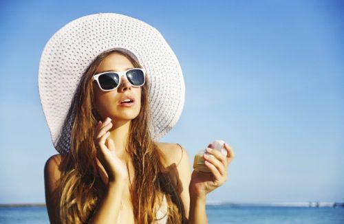 Tiếp xúc quá lâu với ánh nắng trong thời gian dài rất dễ bị ung thư da.
