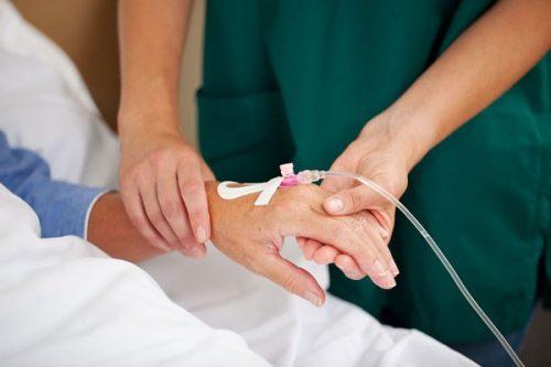 Truyền hóa chất chữa ung thư máu